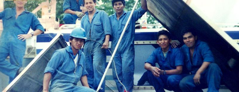 Hovercraft maintenance team - Peru